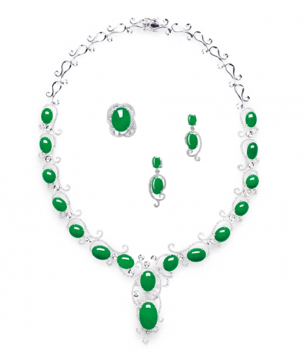 A SUITE OF JADEITE AND DIAMOND NECKLACE, RING AND EARRINGS