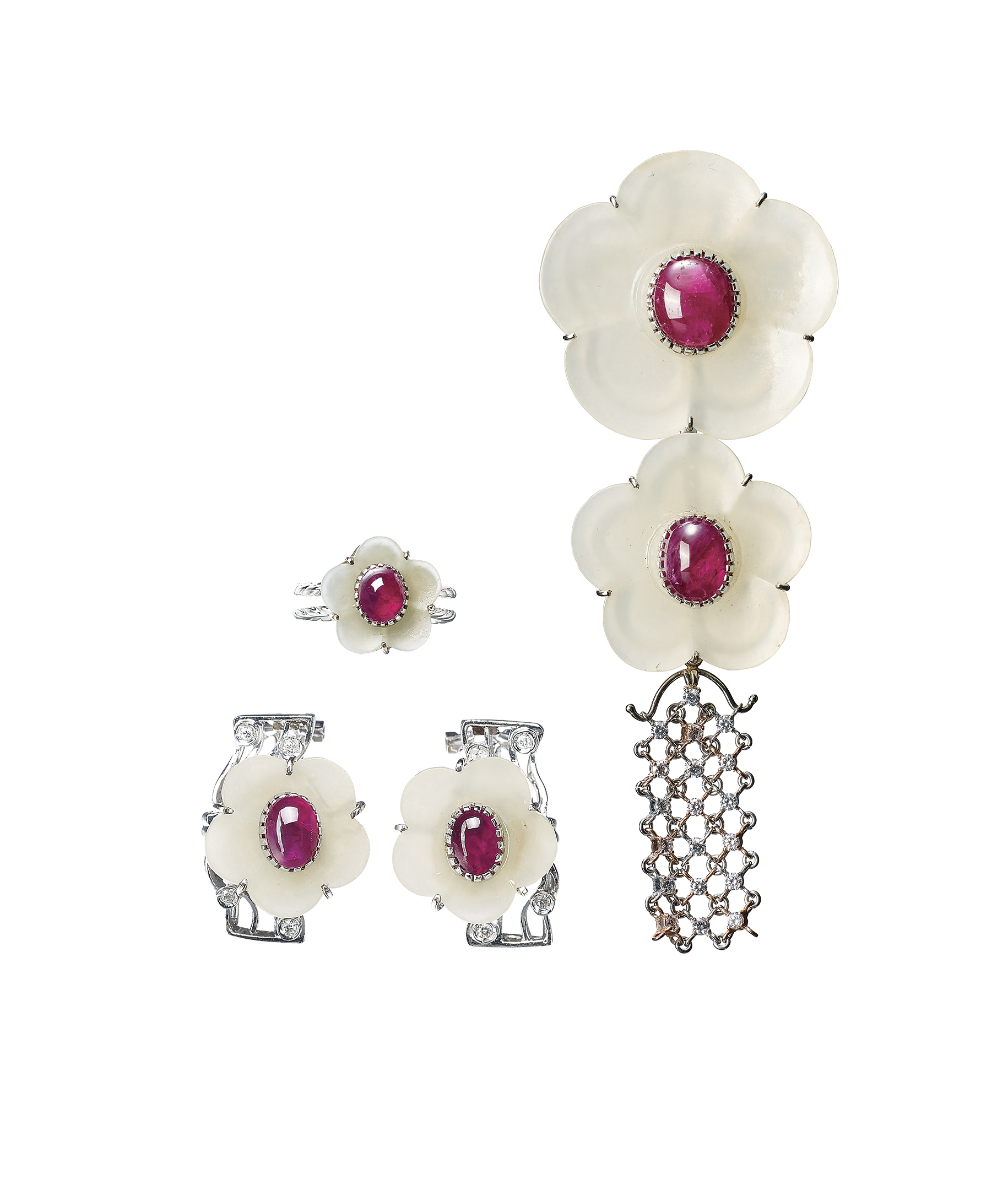 A Suite Of Ruby And White Jade Flower Pendant Ring And Earrings