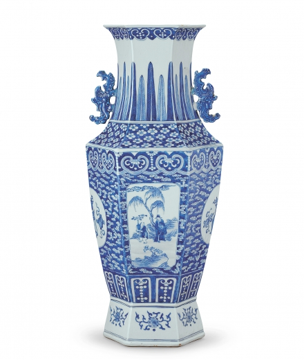 A BLUE AND WHITE 'FIGURE' HEXAGON VASE WITH TWO PHOENIX-SHAPED HANDLES